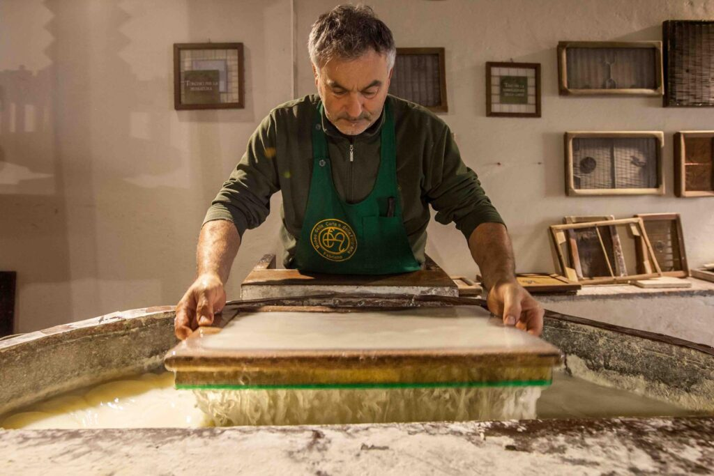 Questa immagine ha l'attributo alt vuoto; il nome del file è Fabriano-Museo-della-Carta-1024x683.jpg